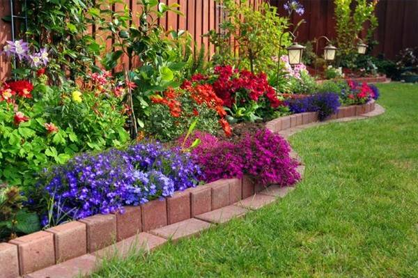 37 creative lawn and garden edging ideas with images for Easy to care for garden designs