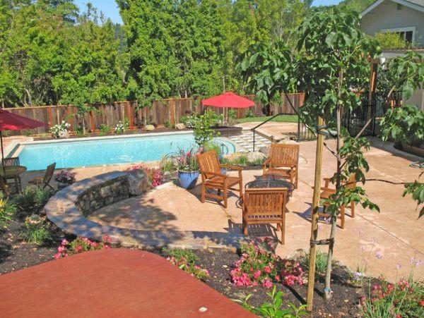 Contemporary Backyard Landscape Design