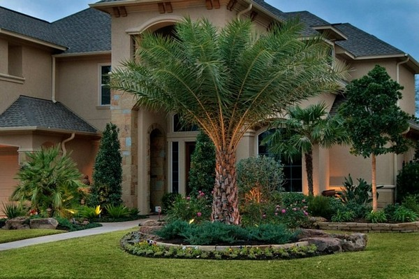 100 landscaping ideas for front yards and backyards for Front lawn garden design