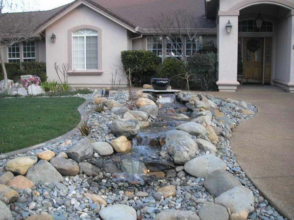 100 landscaping ideas for front yards and backyards for Rock garden designs front yard