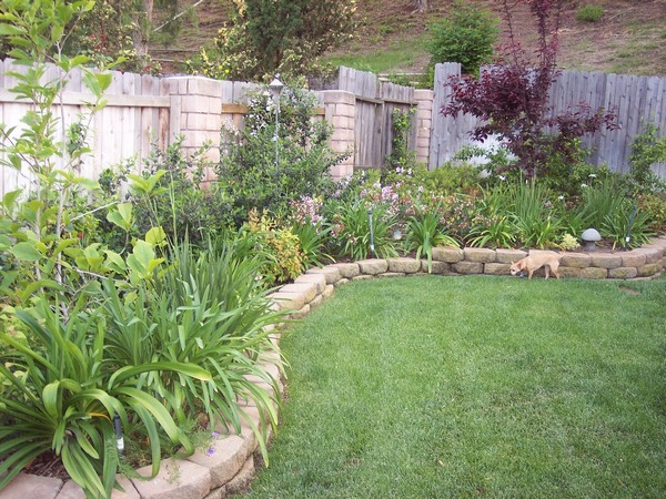 37 Creative Lawn and Garden Edging Ideas with Images ... on Backyard Border Ideas id=25464
