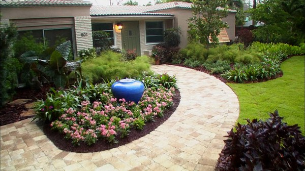 100 landscaping ideas for front yards and backyards for Landscaping ideas around house