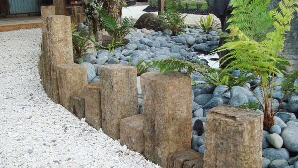 37 creative lawn and garden edging ideas with images for Decorative stone garden border