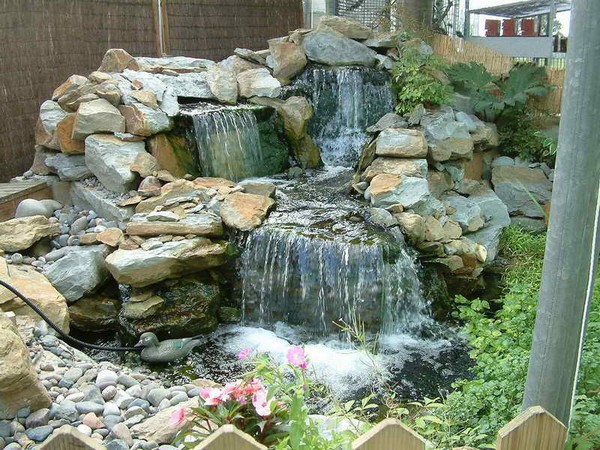 41 inspiring garden water features with images planted well for Waterfall garden feature