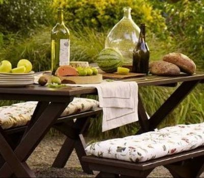 16 Beautiful Garden Picnic Bench Tables and Designs