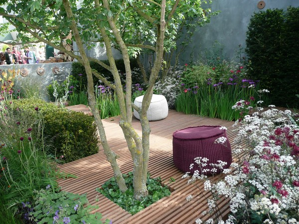 Charming Small Space Garden Design
