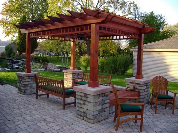 Elegant Backyard Idea with Wooden Pergola