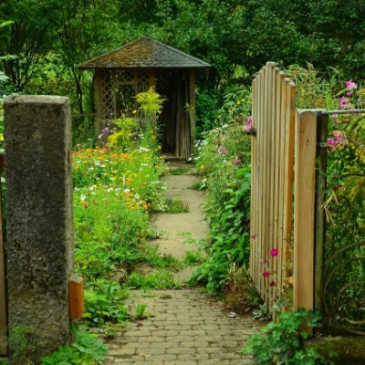 27 Magical Secret Garden Designs