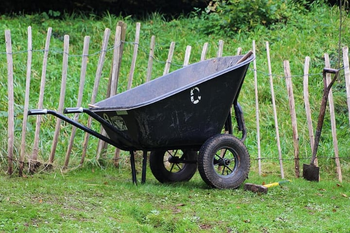 mid wheel wheelbarrow