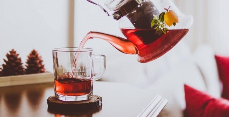 pouring roibos tea