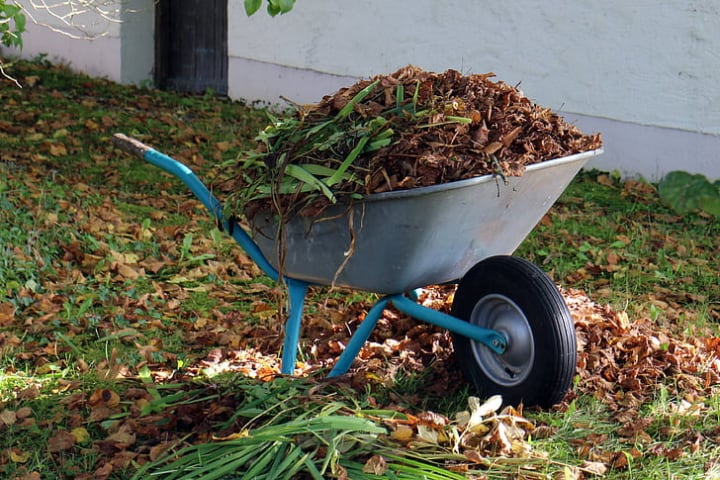 single wheel wheelbarrows are harder to maneuver with heavy load