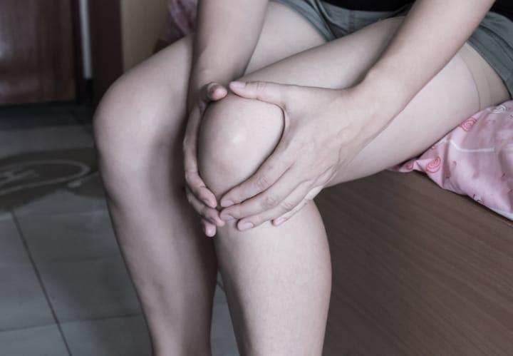 applying bergamot oil on painful knees