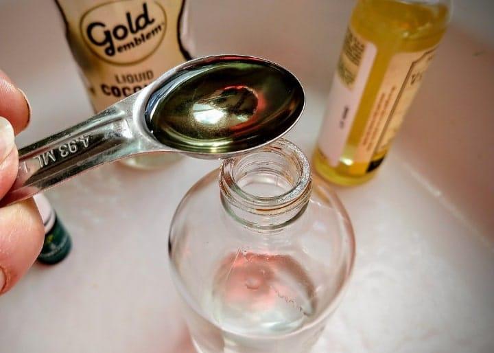 adding vitamin e oil to massage oil