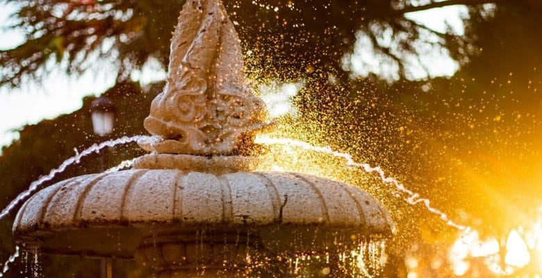 23 Inspiring outdoor garden fountains to add tranquility ...