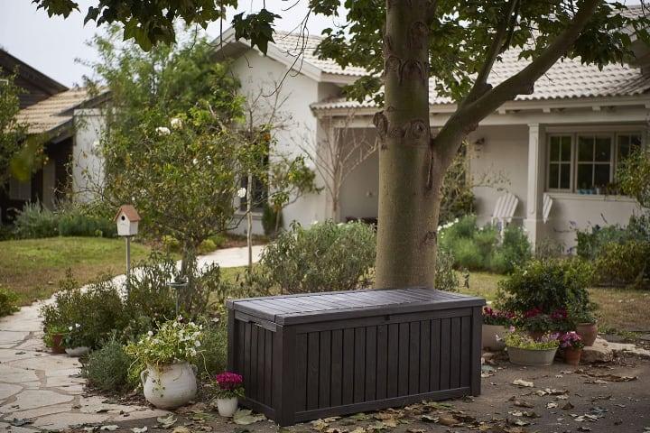 beautiful gardenstorage complementinng the garden