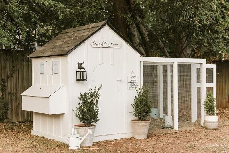 farmhouse diy chicken coop