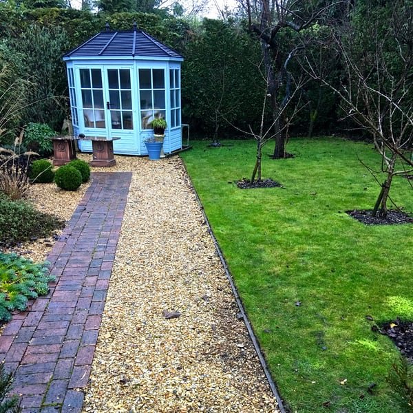 garden design with walkway