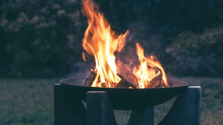 mix modern traditional fire pit design