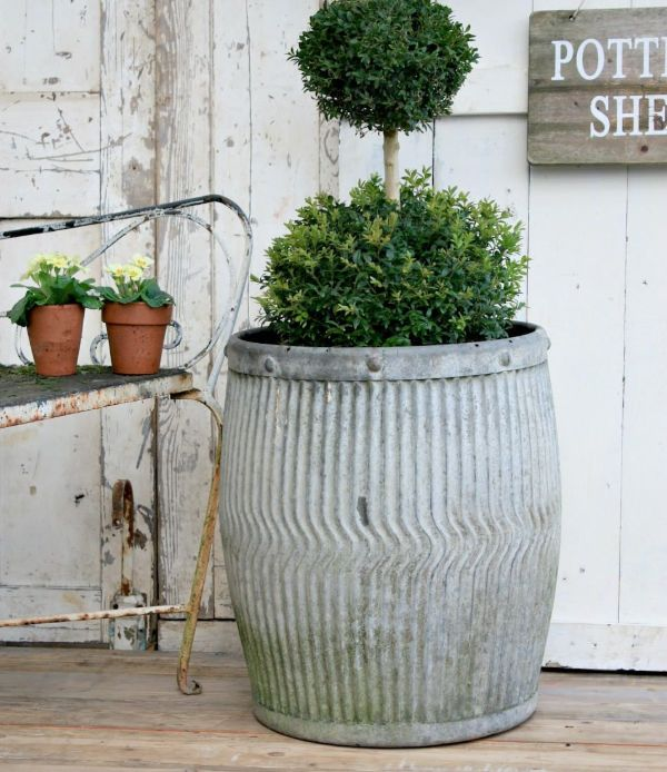 plant stand outdoor metal