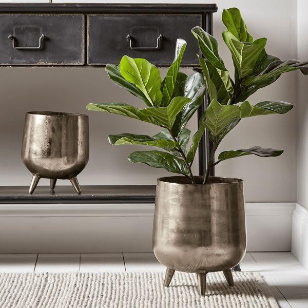 plant stands metal indoor