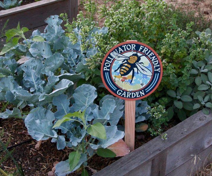 bee garden sign