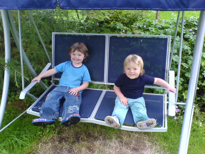 safe garden swing with own metal frame
