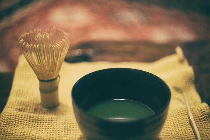 making matcha green tea at home