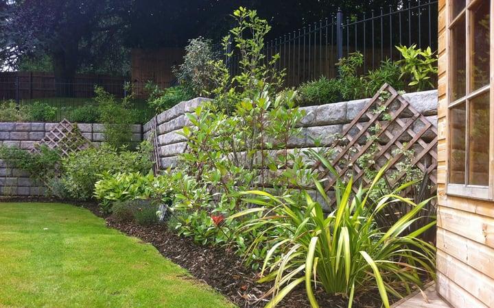 backyard retaining wall garden landscaping