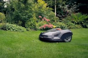 how a robotic lawn mower works