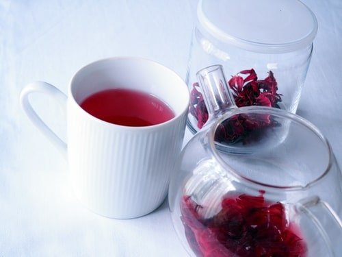 freshly brewed hibiscus tea